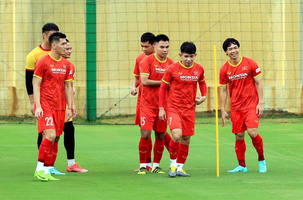 Công Phượng trở lại tập luyện cùng đội tuyển để chuẩn bị đá với Trung Quốc - Ảnh 2.