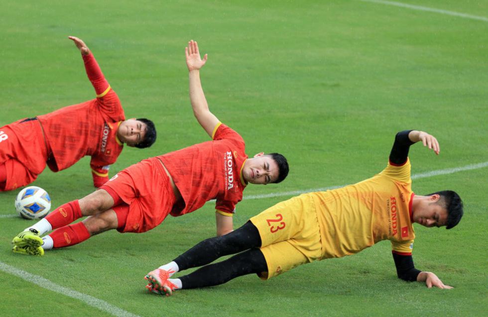 Công Phượng trở lại tập luyện cùng đội tuyển để chuẩn bị đá với Trung Quốc - Ảnh 3.