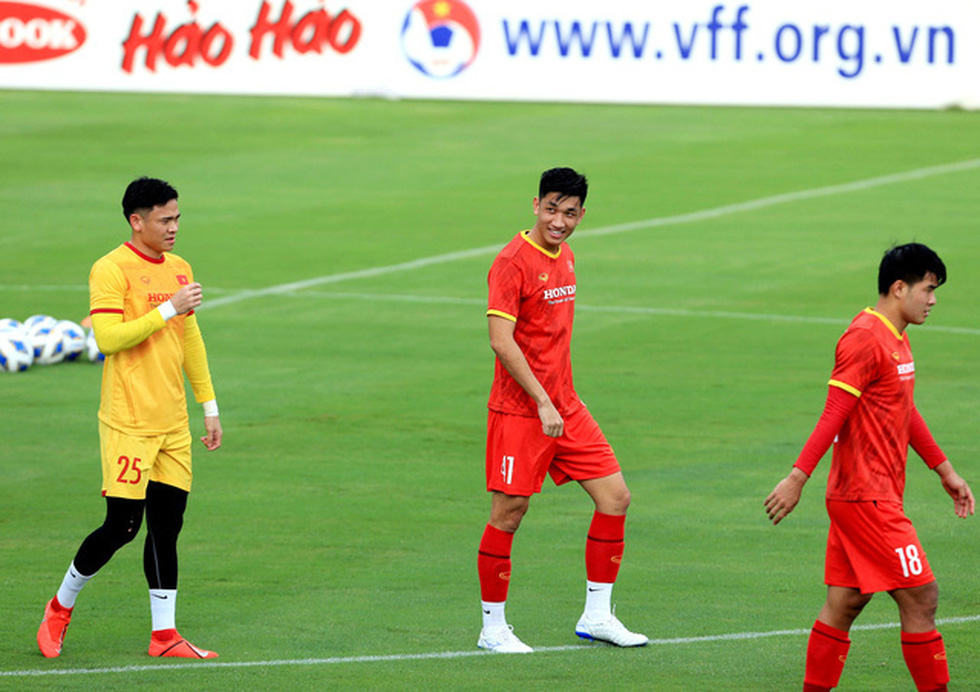 Công Phượng trở lại tập luyện cùng đội tuyển để chuẩn bị đá với Trung Quốc - Ảnh 4.