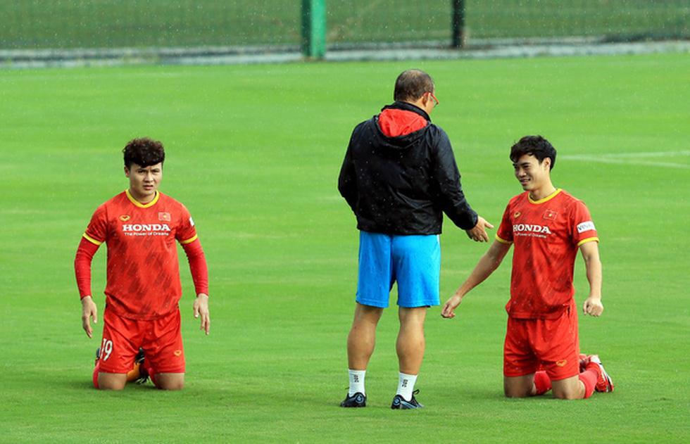 Công Phượng trở lại tập luyện cùng đội tuyển để chuẩn bị đá với Trung Quốc - Ảnh 5.