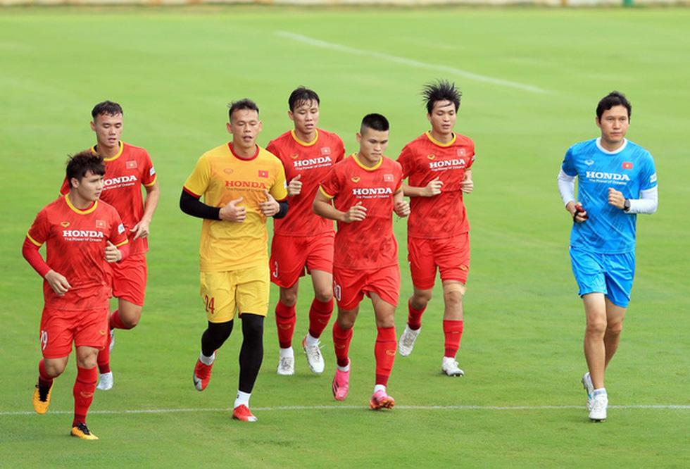 Công Phượng trở lại tập luyện cùng đội tuyển để chuẩn bị đá với Trung Quốc - Ảnh 6.