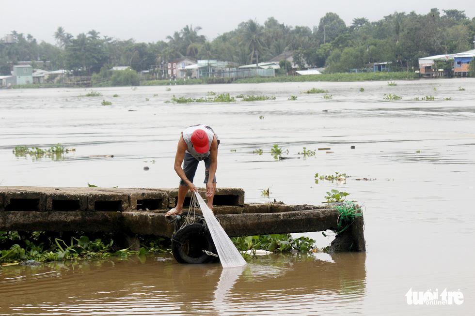 Dân vùng ven Cần Thơ vui mừng thả lưới, câu cá sau 2 tháng ở nhà - Ảnh 5.