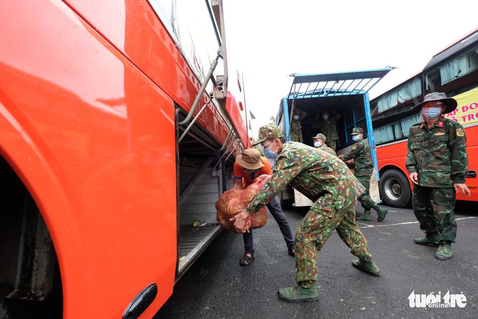 Hình ảnh đoàn xe VIP của Lâm Đồng hoàn thành chở 6.000 tấn nông sản tặng miền Nam - Ảnh 7.