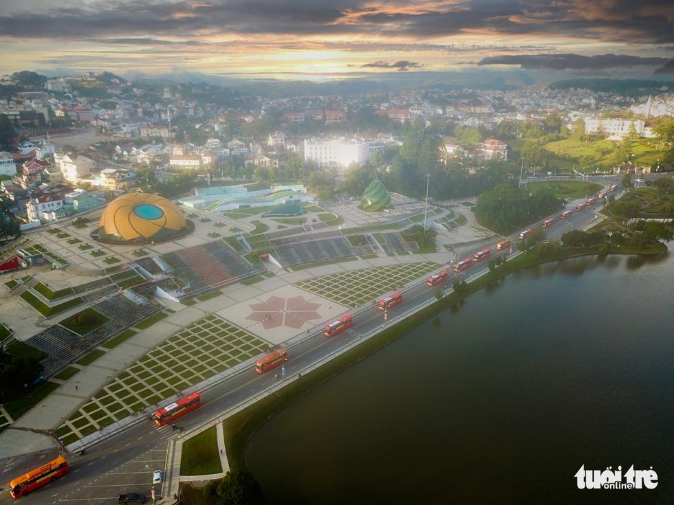 Hình ảnh đoàn xe VIP của Lâm Đồng hoàn thành chở 6.000 tấn nông sản tặng miền Nam - Ảnh 11.