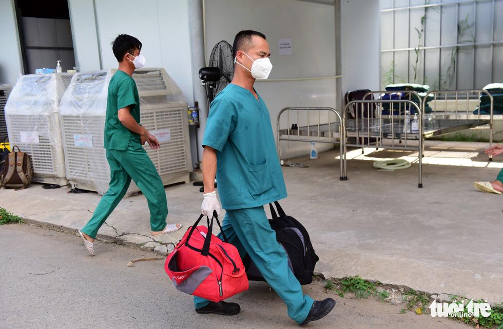 Vào căn phòng kỷ vật của bệnh nhân đã mất vì COVID-19 ở bệnh viện dã chiến - Ảnh 12.