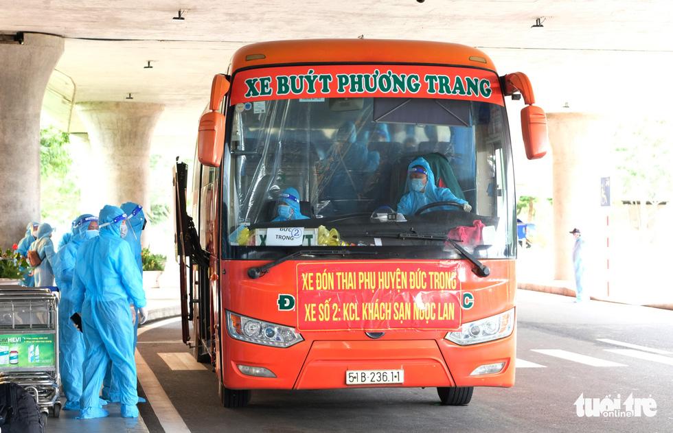 Sau gần 27.000 lượt vận chuyển miễn phí, Phương Trang tiếp tục đưa đón y bác sĩ làm nhiệm vụ - Ảnh 5.
