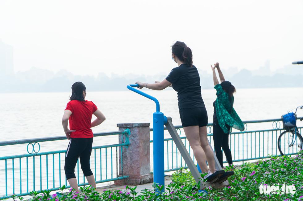 Người dân thủ đô háo hức ra đường tập thể dục trong ngày đầu nới lỏng - Ảnh 5.