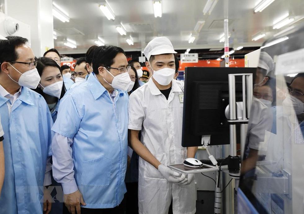 Thủ tướng thăm Nhà máy Samsung Electronics Việt Nam Thái Nguyên - Ảnh 7.