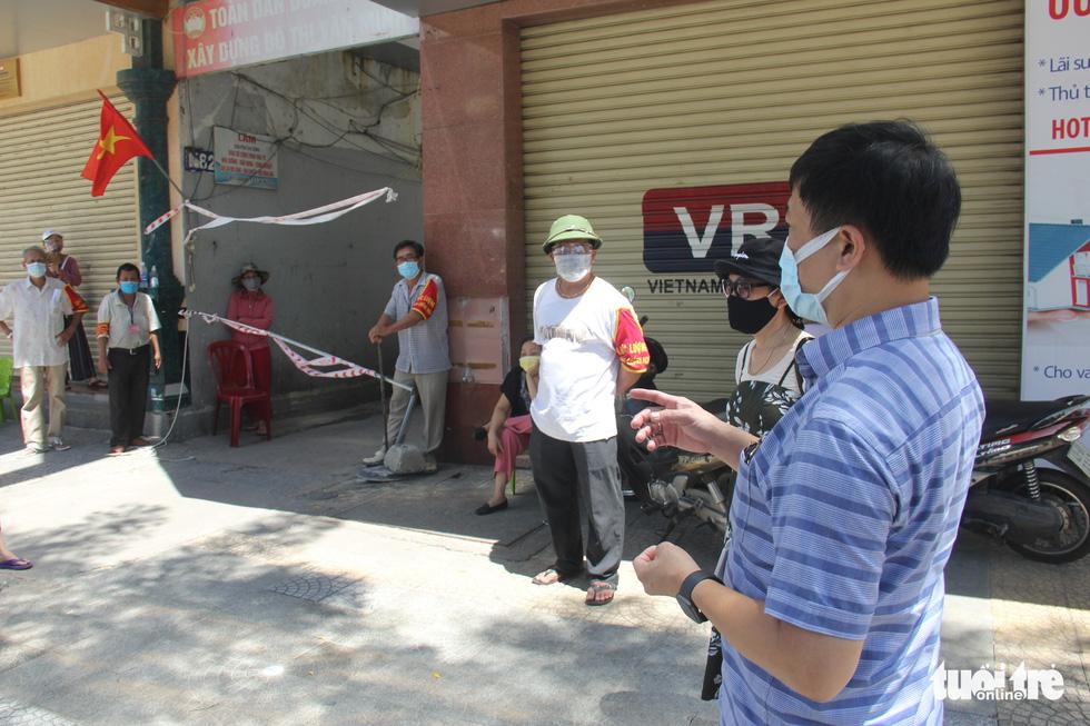 Ngày bình thường mới đầu tiên, quán xá vùng xanh Đà Nẵng chưa mặn mà mở bán - Ảnh 5.