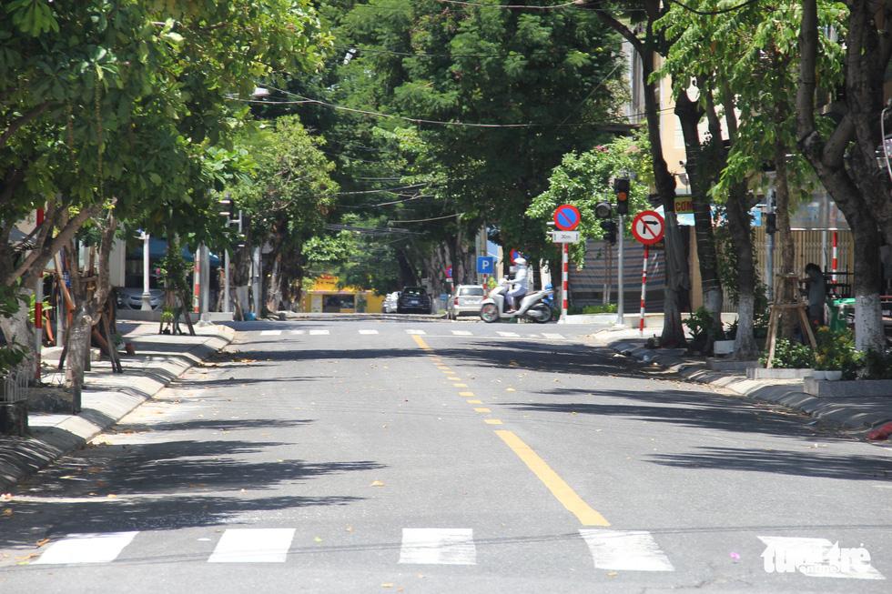 Ngày bình thường mới đầu tiên, quán xá vùng xanh Đà Nẵng chưa mặn mà mở bán - Ảnh 8.