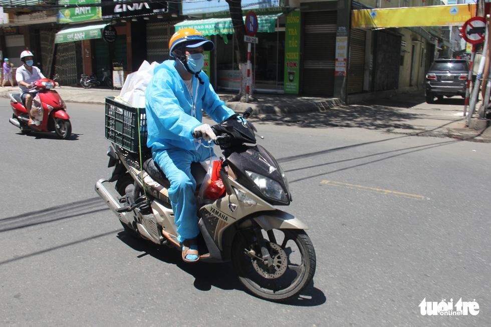 Ngày bình thường mới đầu tiên, quán xá vùng xanh Đà Nẵng chưa mặn mà mở bán - Ảnh 1.