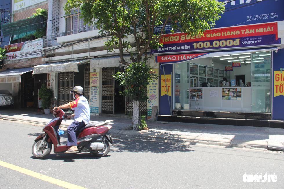 Ngày bình thường mới đầu tiên, quán xá vùng xanh Đà Nẵng chưa mặn mà mở bán - Ảnh 3.