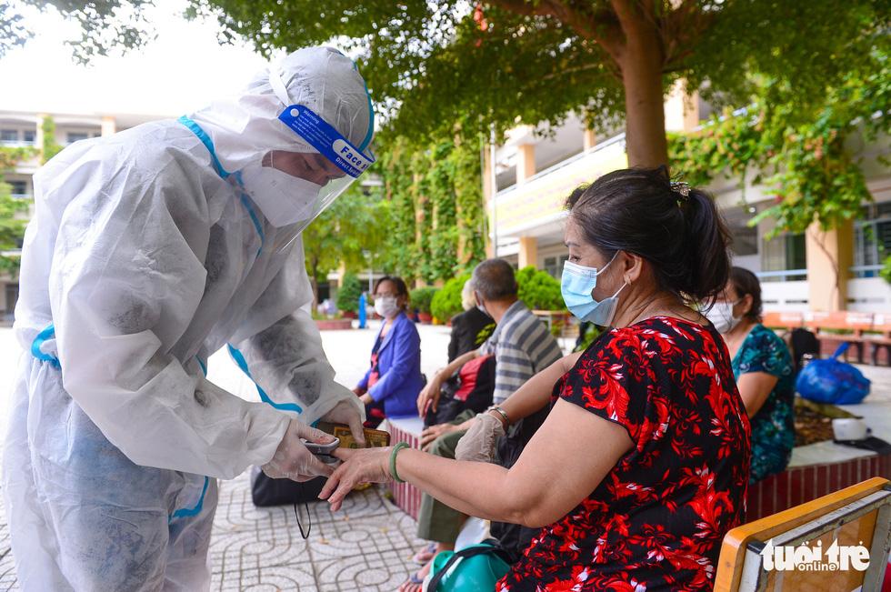 Những F0 khỏi bệnh đồng hành cứu người ở Phú Nhuận - Ảnh 8.