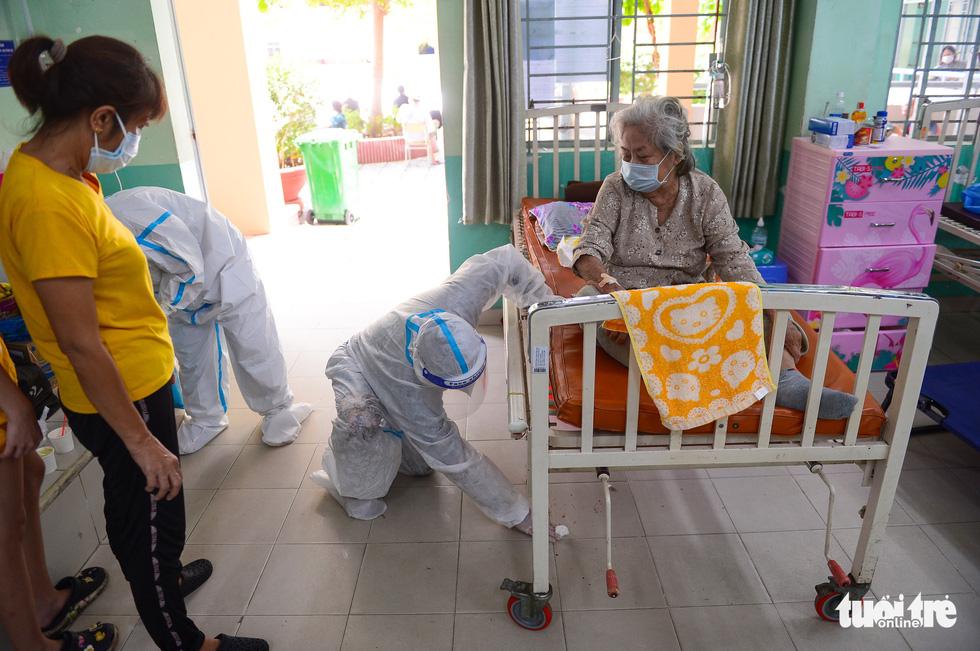 Những F0 khỏi bệnh đồng hành cứu người ở Phú Nhuận - Ảnh 9.