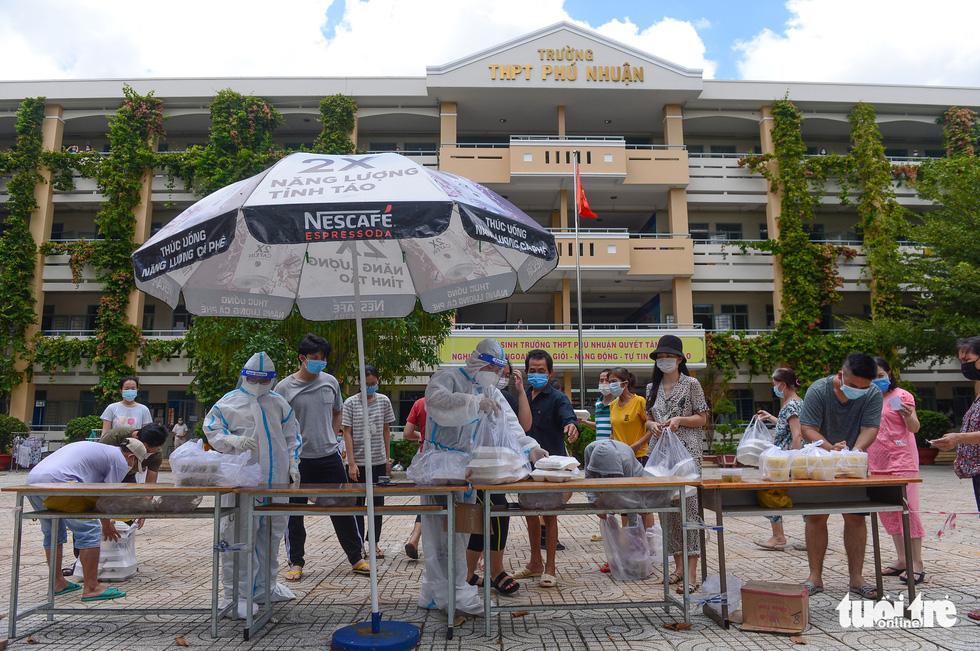 Những F0 khỏi bệnh đồng hành cứu người ở Phú Nhuận - Ảnh 11.