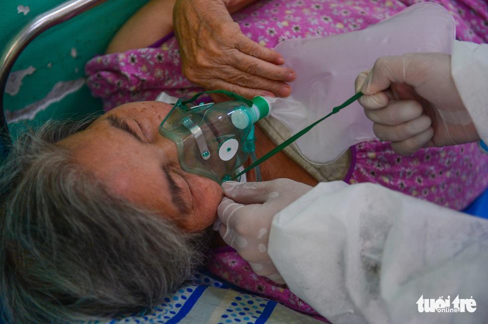Những F0 khỏi bệnh đồng hành cứu người ở Phú Nhuận - Ảnh 12.