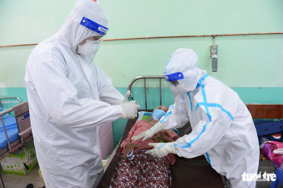 Những F0 khỏi bệnh đồng hành cứu người ở Phú Nhuận - Ảnh 2.