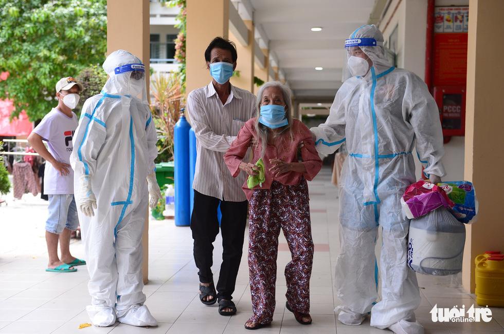 Những F0 khỏi bệnh đồng hành cứu người ở Phú Nhuận - Ảnh 3.