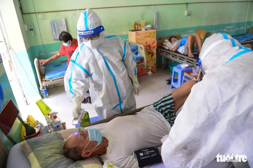 Những F0 khỏi bệnh đồng hành cứu người ở Phú Nhuận - Ảnh 4.