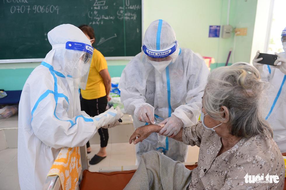 Những F0 khỏi bệnh đồng hành cứu người ở Phú Nhuận - Ảnh 5.