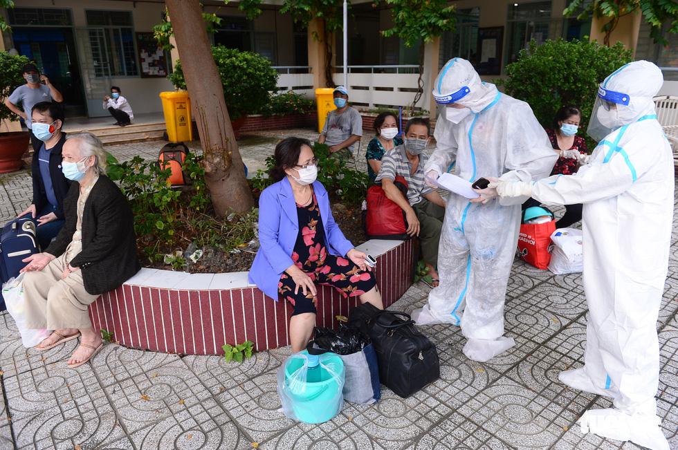 Những F0 khỏi bệnh đồng hành cứu người ở Phú Nhuận - Ảnh 6.