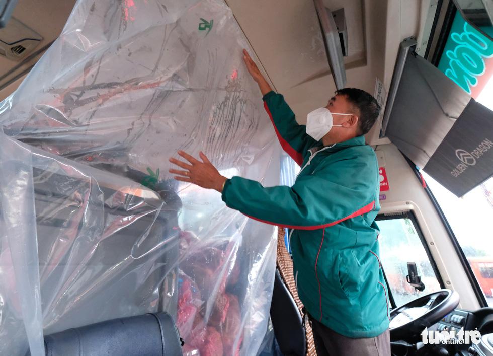 Bật máy lạnh xe giường nằm VIP chở 1.000 tấn rau tươi tặng người dân TP.HCM - Ảnh 4.