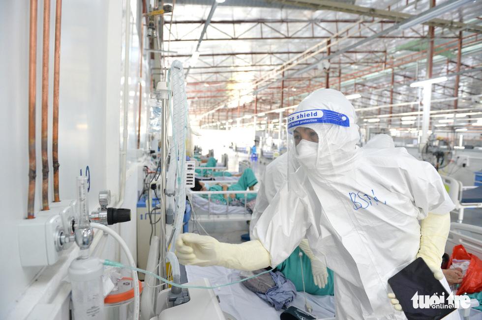 Bệnh viện dã chiến thuộc Bộ Công an nâng tầng điều trị - Ảnh 2.
