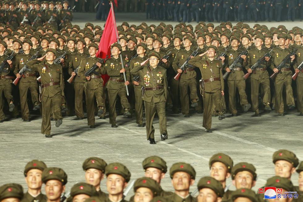 Lực lượng chống dịch xuất hiện trong duyệt binh mừng Quốc khánh Triều Tiên - Ảnh 5.