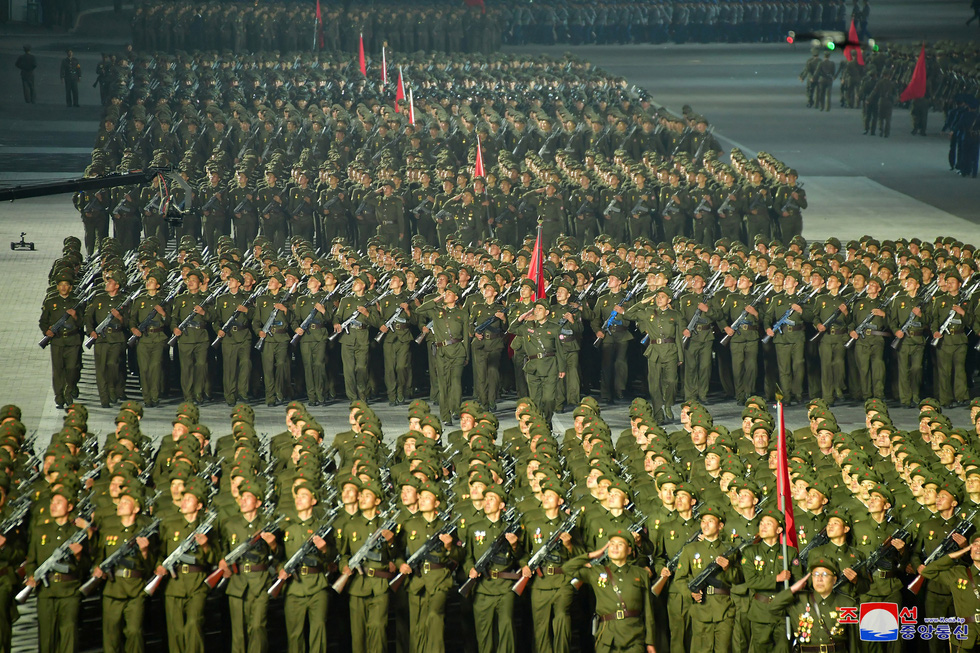 Lực lượng chống dịch xuất hiện trong duyệt binh mừng Quốc khánh Triều Tiên - Ảnh 6.