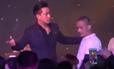 Video clip Tuấn Hưng bị giật micro lan truyền mạnh ngày 17-1
