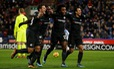 Thắng dễ Huddersfield, Chelsea bắt kịp M.U