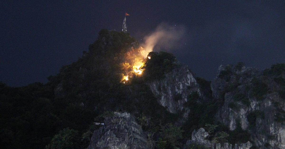 Đóng cửa tất cả các lối lên núi Bài Thơ sau vụ cháy
