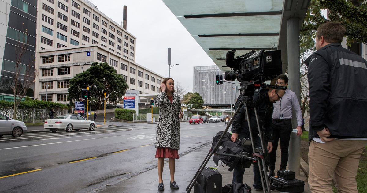 """Báo chí New Zealand """"sốt"""" tin thủ tướng nhập viện sinh con đầu lòng"""