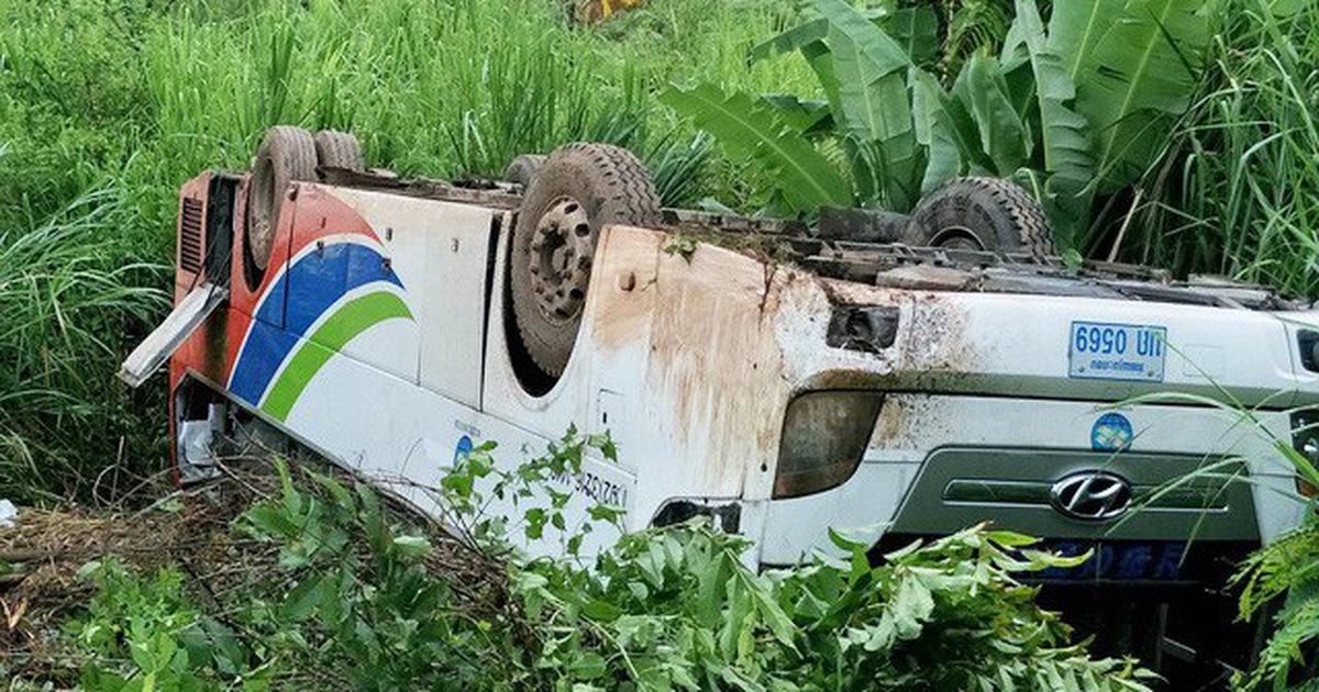 Lật xe tải chở lao động Việt ở Lào, ít nhất 2 người thiệt mạng