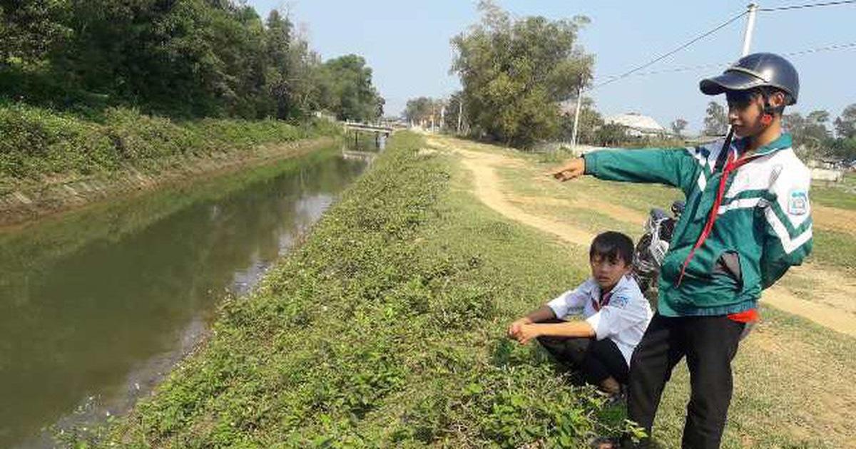 Học sinh lớp 7 lao xuống kênh cứu 2 em nhỏ đuối nước