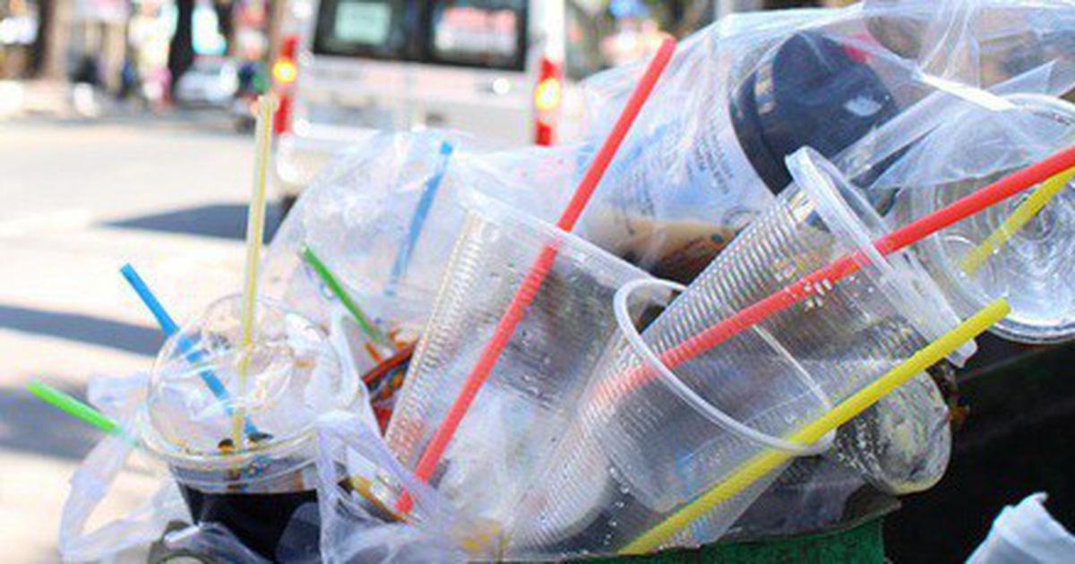 'Luật hóa' chống rác thải nhựa