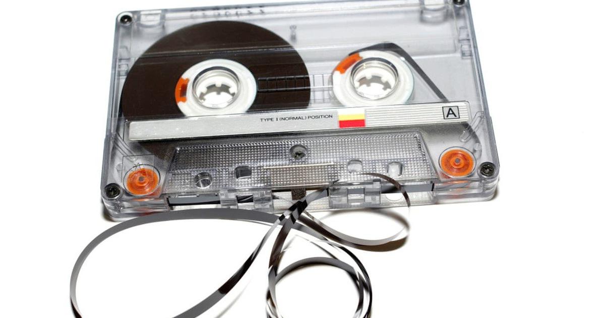 Tưởng đã xếp xó, bỗng nhiên mà cassette và đĩa than kéo nhau quay lại