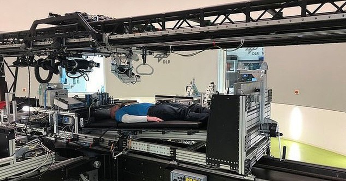 NASA tuyển người... nằm xem phim, đọc sách, lương 14.000 USD