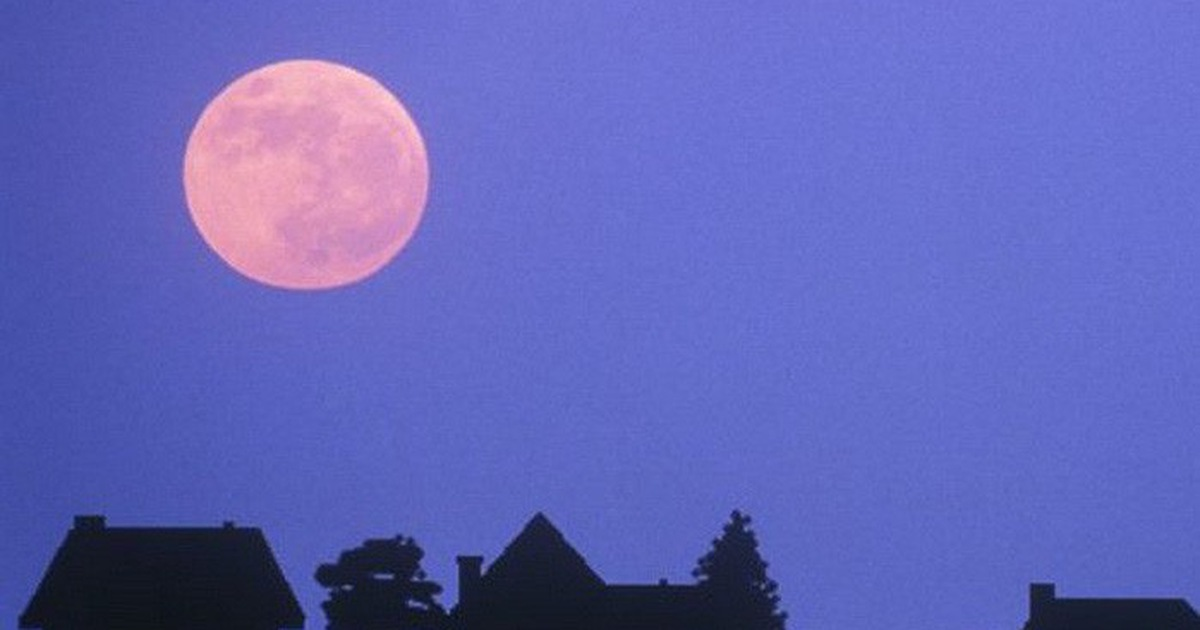 Ngắm ''trăng hồng'' đẹp lung linh trên trời đêm