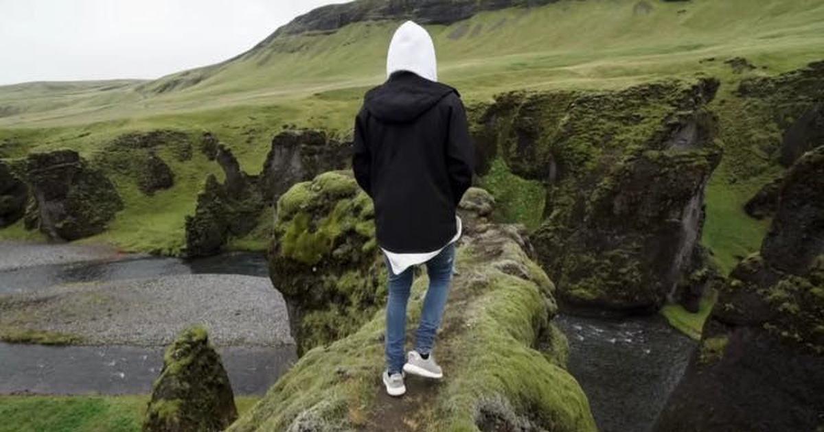 Iceland đóng cửa hẻm núi Fjadrárgljúfur nổi tiếng vì... Justin Bieber?