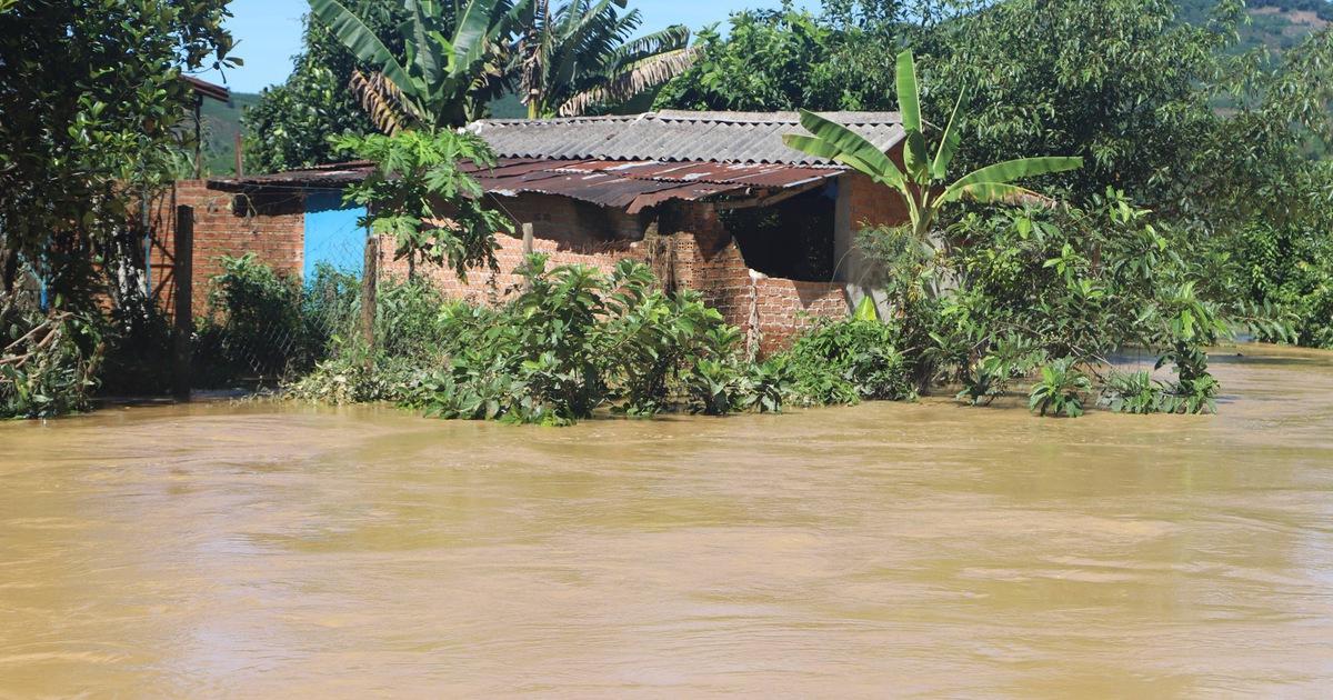 Sau mưa lớn, ngoại ô TP Bảo Lộc chìm trong biển nước