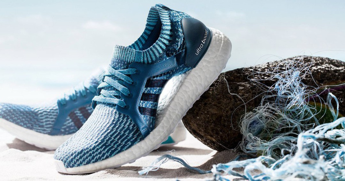 ''Đột nhập'' nhà máy sản xuất giày từ rác nhựa