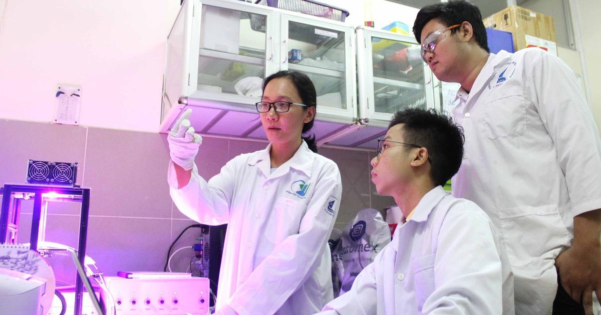 Nữ tiến sĩ trẻ về nước nghiên cứu pin quang điện hóa: ''Sợ nhất là tự tụt hậu''