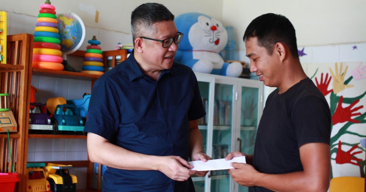 Hỗ trợ 10 triệu đồng cho tủ thực phẩm miễn phí hai bệnh viện ở Đà Nẵng