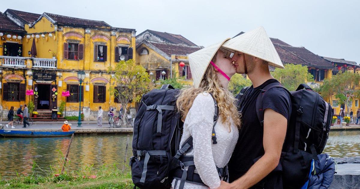 Người dân 'sống khỏe' với du lịch