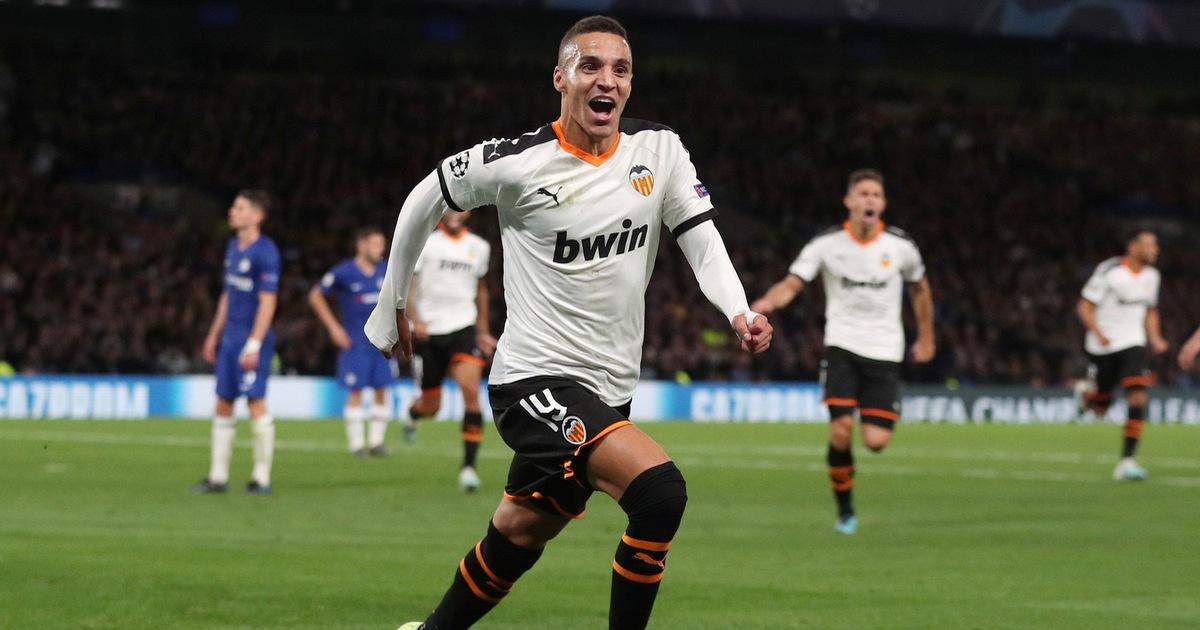 Barkley sút hỏng penalty, Chelsea gục ngã trước Valencia