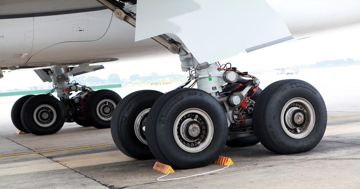 Máy bay bị cắt lốp 115 lần ''do vật thể lạ'', Vietnam Airlines nói vẫn còn ít