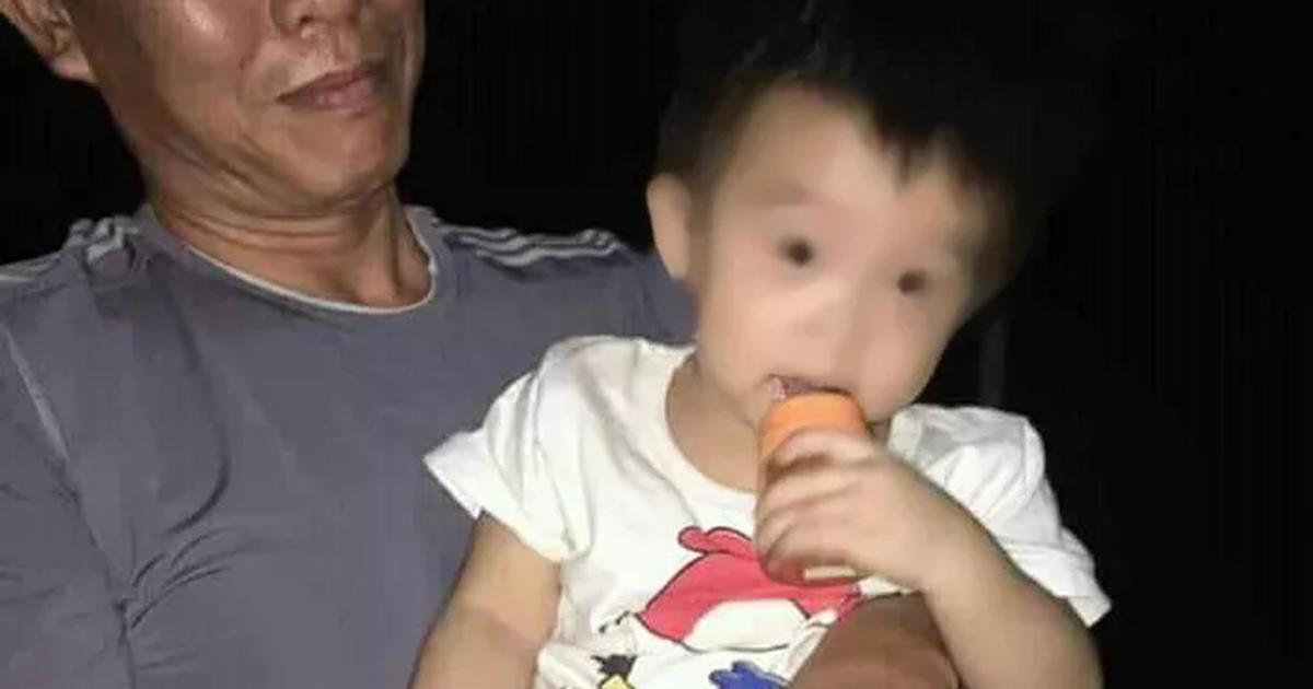 Bé trai 1 tuổi bị bỏ trước cổng chùa cùng lời nhắn ''xin nuôi cháu hết đời''
