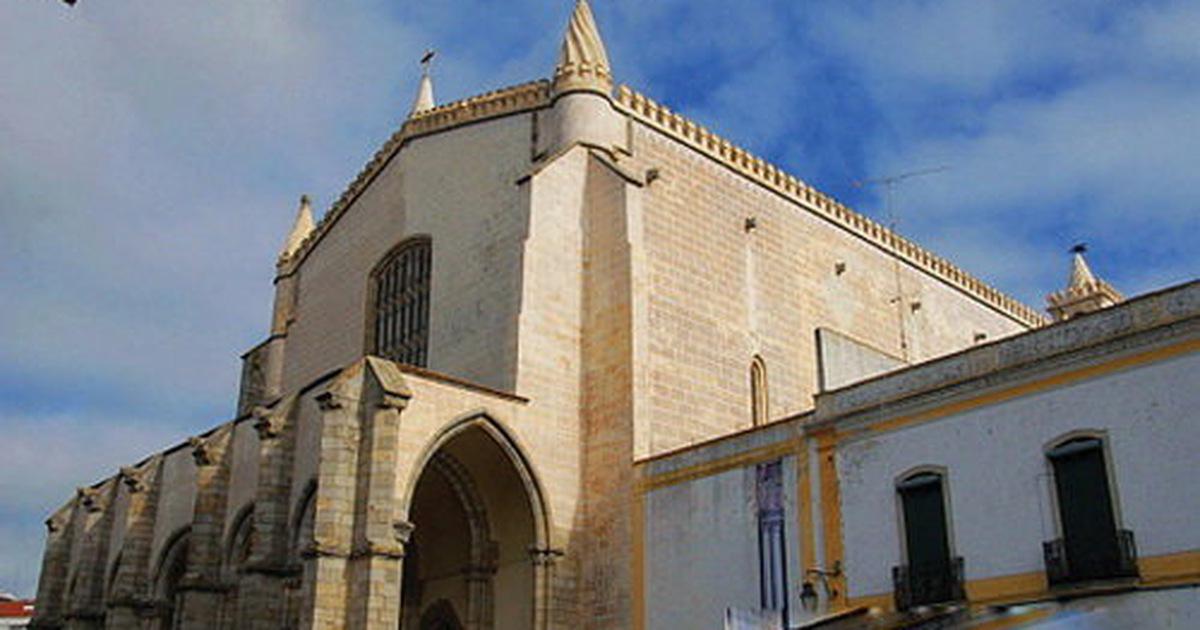 Giáo đường được xây bằng 5.000 bộ xương người
