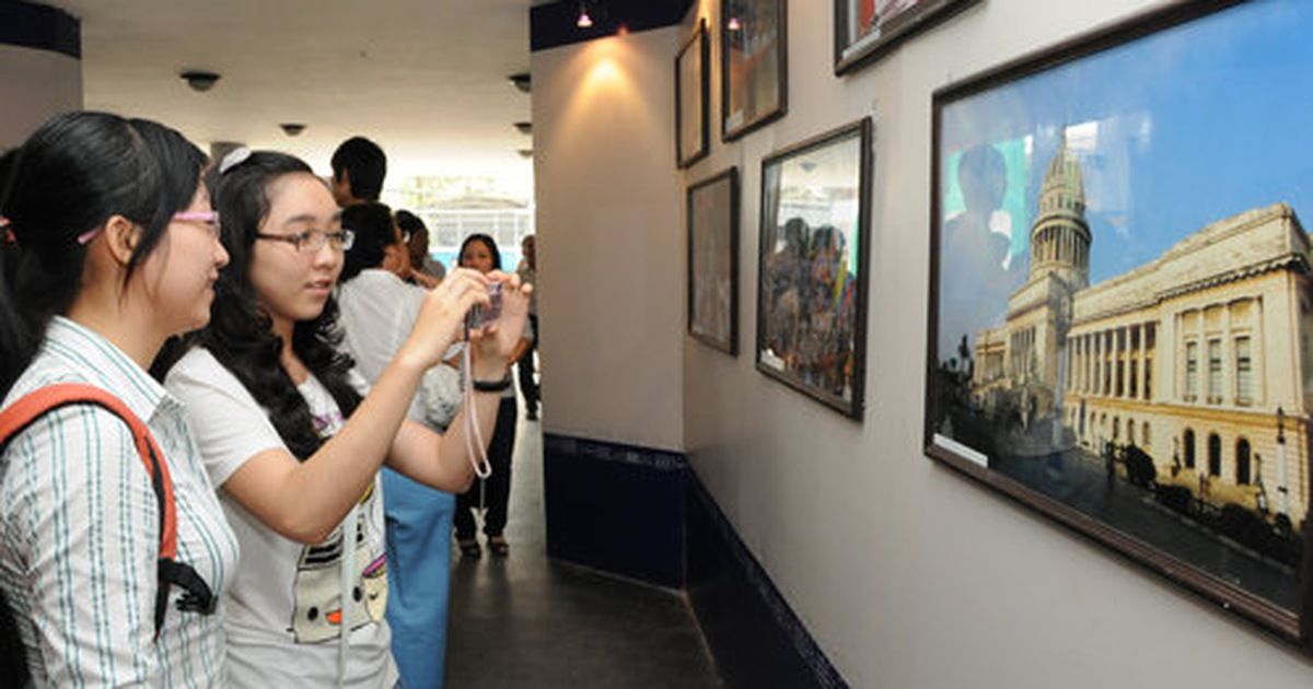 Khai mạc triển lãm ảnh Đất nước và con người Cuba